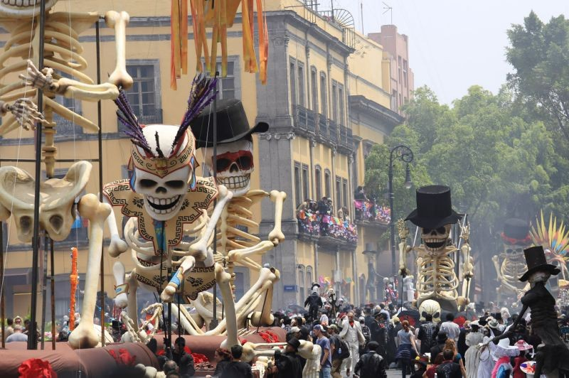 SPECTRE Day Of The Dead Featurette Shows Making of Opening Scenes