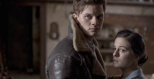 Woman-in-Black-Angel-of-Death-Jeremy-Irvine-Phoebe-Fox