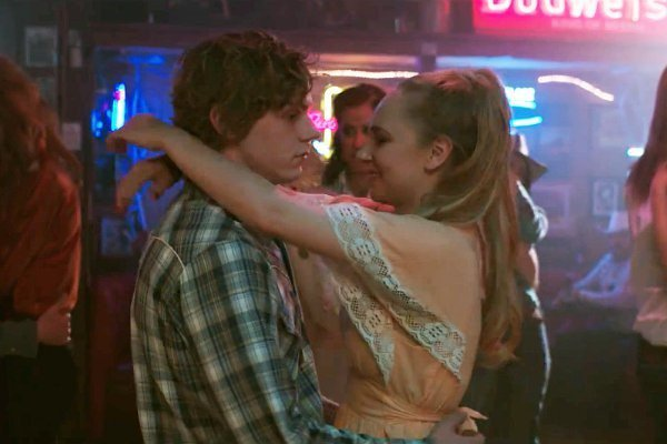 evan-peters-and-juno-temple-take-photos-of-lighthouses-in-safelight-600x400
